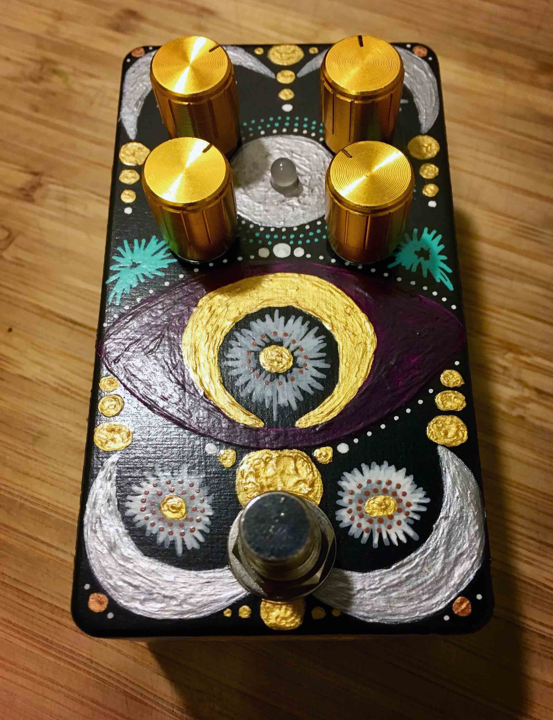 """""""Loe Sounds, a company run by two women, made me this killer pedal. It's the best fuzz pedal I've ever had."""""""
